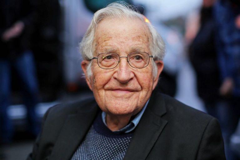 Filósofo estadounidense Noam Chomsky, considerado el fundador de la lingüística moderna. Foto : AFP