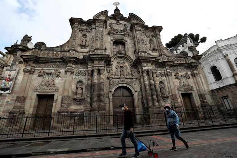 Quito alberga uno de los cascos coloniales mejor conservados de América, con varias iglesias y monumentos de los siglos XVI y XVII. Foto: EFE
