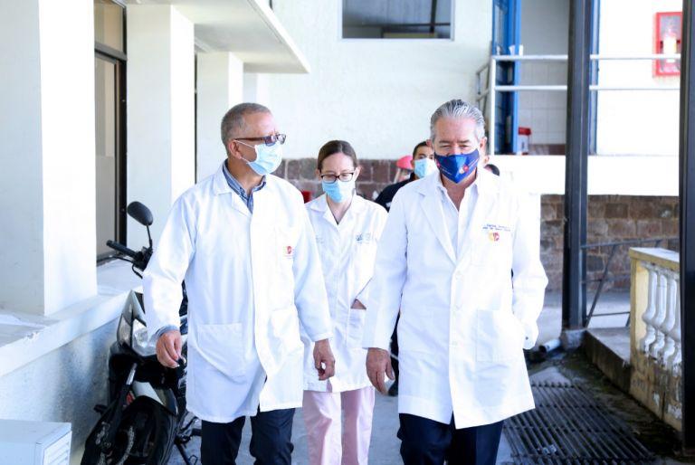 """""""En Guayaquil llegamos a tener hasta 700 fallecidos en un solo día. No superamos los 10 fallecidos en la ciudad de Quito"""", dijo el ministro."""