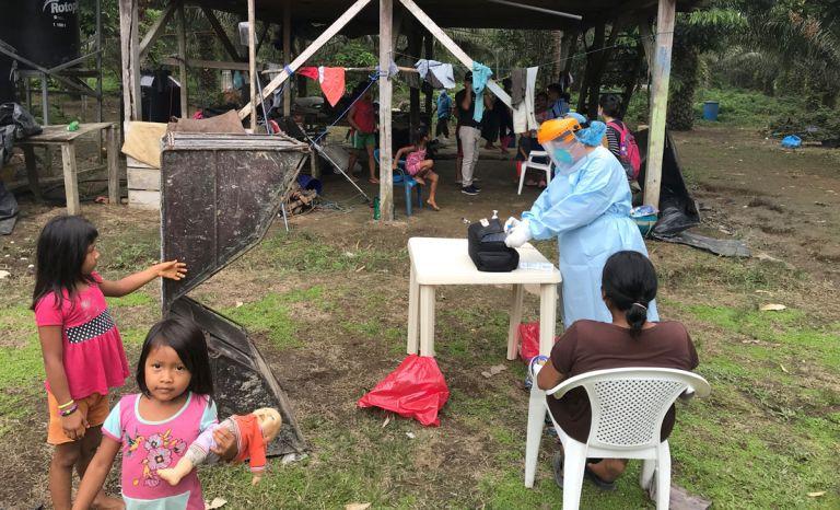 Realizan pruebas en los territorios de la nación Siekopai en Sucumbíos. Foto: Reuters.
