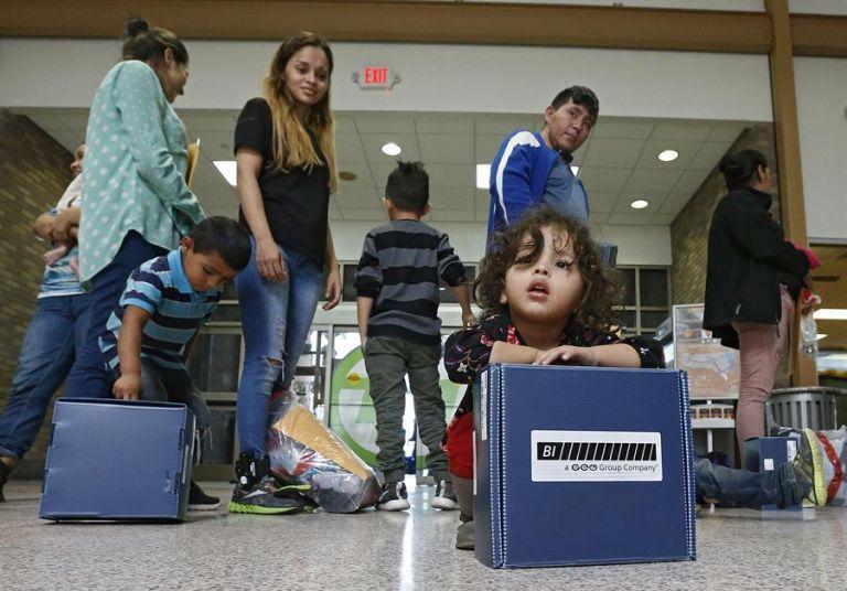 Los 124 menores detenidos en esos centros deben entonces ser o entregados a sus padres o puestos en familias de acogida. Foto: EFE
