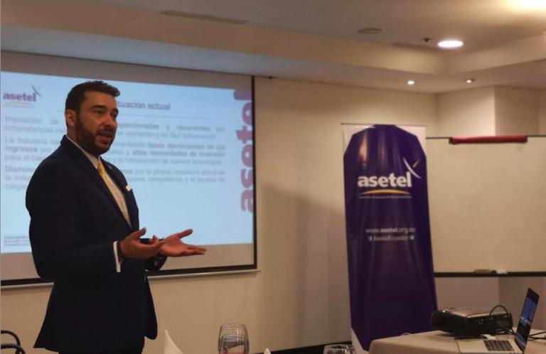 El director ejecutivo de Asetel cuestiona que se les obligue a no cobrar a sus clientes durante la emergencia, pero el Gobierno sigue cobrándoles a ellos los mismos impuestos.