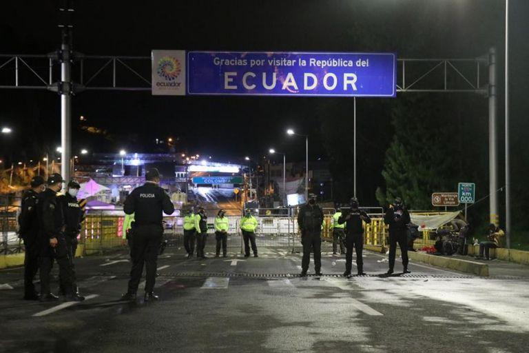 Del total de camiones que cruzaron los pasos fronterizos, 4.803 correspondieron a vehículos ecuatorianos. Foto: EFE