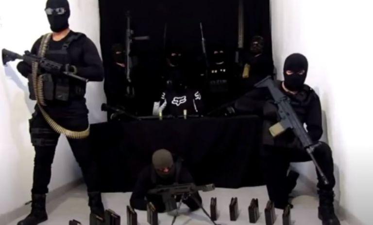 Encapuchados armados en el vídeo de amenaza para el jefe de seguridad de México. Foto: Captura de vídeo.