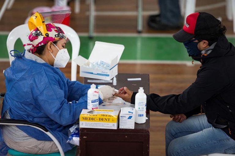 Quito sigue reuniendo el mayor número de casos, al registrar otros 96 en las últimas veinticuatro horas. Foto: EFE