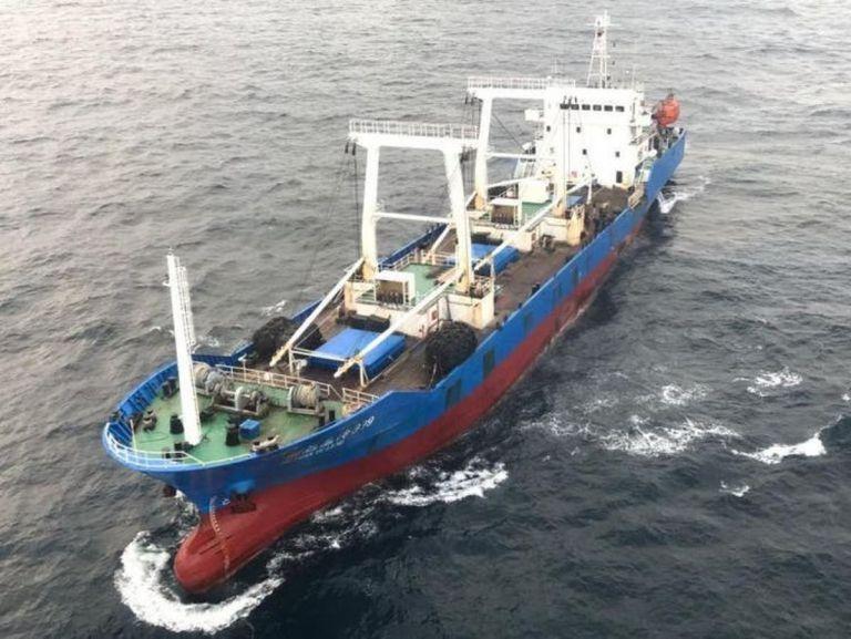 Cada año una flota de buques de bandera China se acerca a la zona exclusiva económica y capturan especies marinas de manera masiva e ilegal.