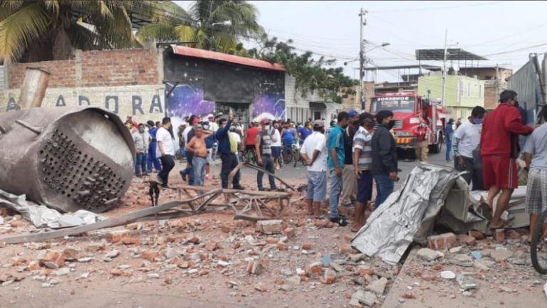 Fotografías y vídeos que circulan en redes sociales dejan ver la destrucción de una instalación.