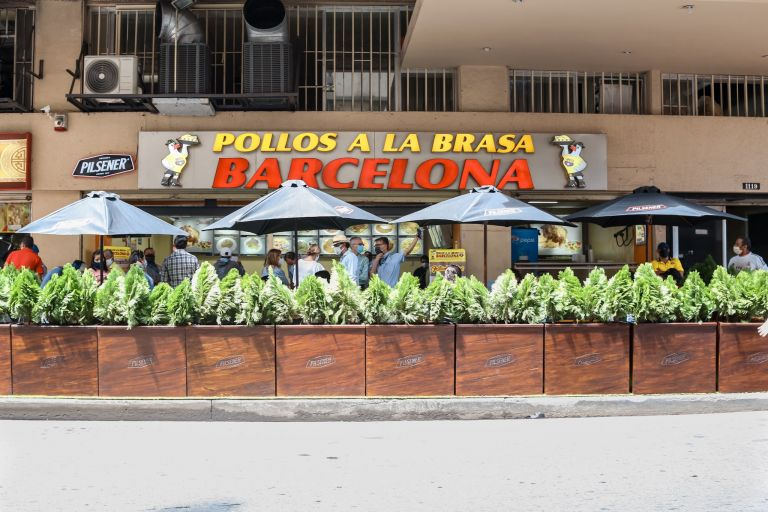 Expertos españoles recomiendan el uso de espacios abiertos para los servicios de comida.
