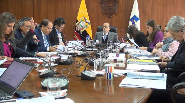Por decisión de la mayoría del Pleno de la Corte Constitucional, se declaró la inconstitucionalidad del decreto y se lo dejó insubsistente.