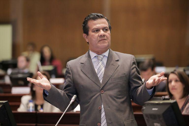 En este proceso Azuero podrá defenderse de las acusaciones y la mesa ocasional recomendará, o no, su destitución.