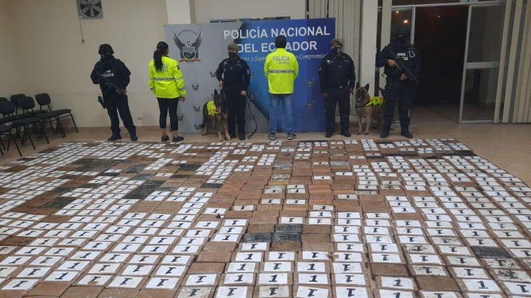 En la inspección se hallaron 2.250 paquetes rectangulares tipo ladrillo.