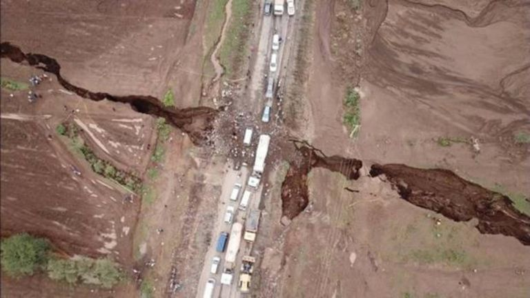 Una grieta de 35 millas de largo se abrió en el desierto de Etiopía en 2005, como resultado de las placas tectónicas que se separaron lentamente del continente.