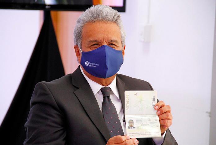 El pasaporte biométrico es un requisito en la negociación para la exoneración del visado Schengen. Foto: Presidencia.