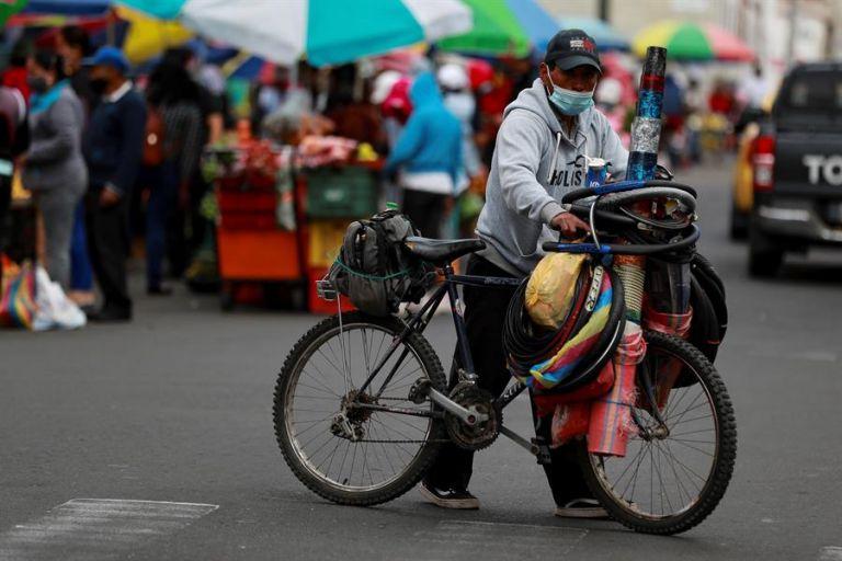 Entre los municipios con mayor número de contagios figuran Quito con 27.989, seguido de Guayaquil con 13.718. Foto: EFE