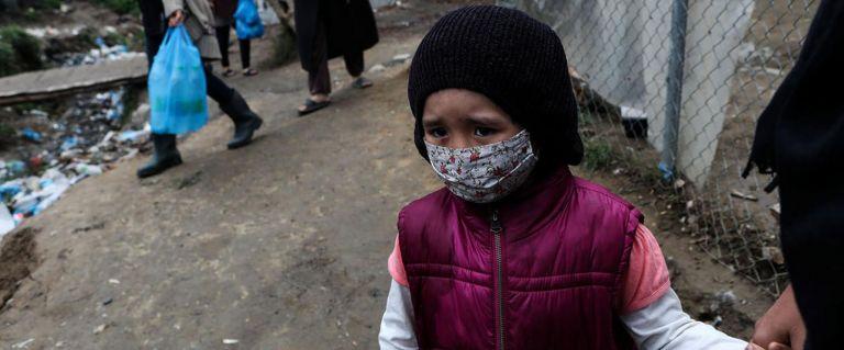 Niña refugiada en campamento de Grecia. Foto: ACNUR