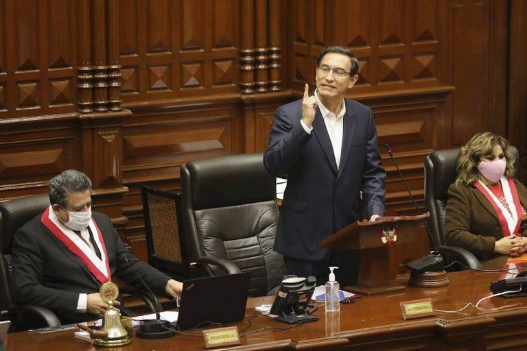 El presidente de Perú, Martín Vizcarra, se contrapuso a los ataques y salió vencedor en el juego político.