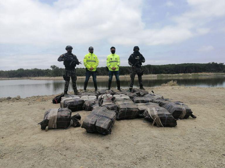 """La Policía Nacional entregará mañana más detalles sobre la incautación en el marco del operativo denominado """"Victoria 956"""". Además de la tonelada y 356 kilos de droga, la Policía incautó en el operativo """"armas de fuego de largo alcance"""", indicó."""