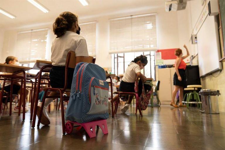 La pandemia de la COVID-19 ha provocado que nueve de cada diez niñas y adolescentes sufran un nivel medio o alto de ansiedad, según un informe de Plan Internacional. Foto: EFE.