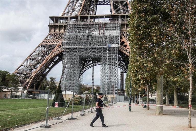 El monumento reabrió sus puertas al público a las 14.15 (12.15 GMT) después de que la policía realizara las comprobaciones pertinentes. Foto: EFE.