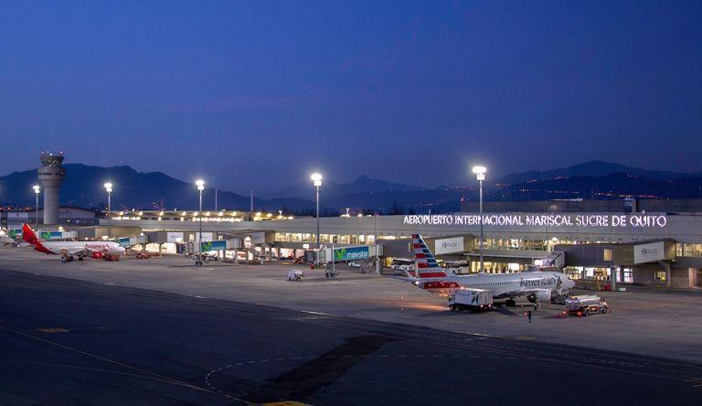 """La Corporación Quiport señala que desde el 1 de junio más de 166.000 pasajeros han utilizado el aeropuerto de la capital ecuatoriana y que la carga aérea de exportación ha registrado una """"recuperación satisfactoria"""". Foto: @AeropuertoUIO."""