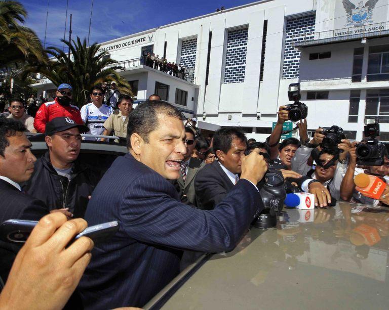 La jornada del 30 de septiembre de 2010 inició con una manifestación policial en el Regimiento Quito Número 1. Foto: Vistazo.