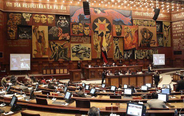 En las versiones se involucra a un grupo de legisladores en presuntos casos de corrupción.