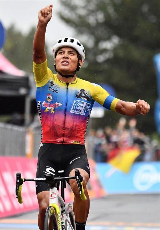 Caicedo, de 27 años y del Education First, se impuso en la tercera etapa del Giro, y hoy logró mantener la 'Maglia Azzurra'. Foto: EFE.