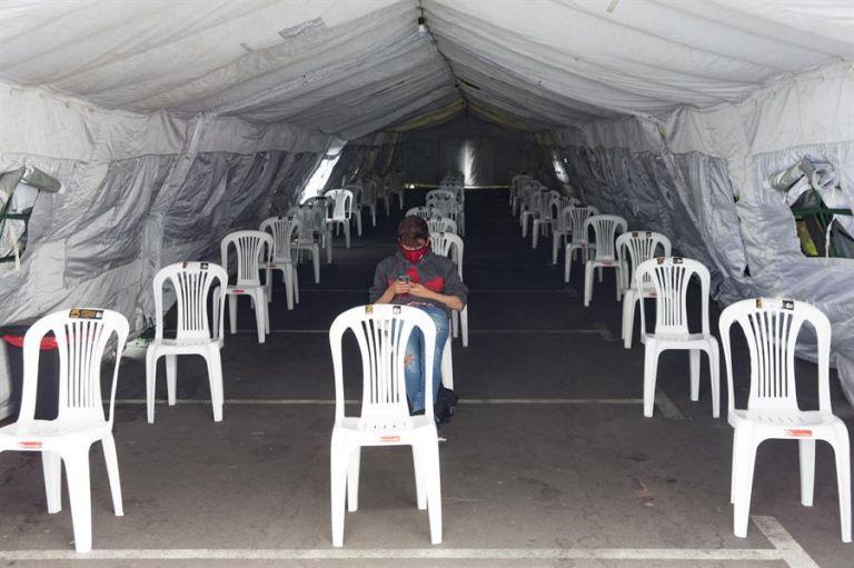 Fotografía de una sala de espera en el hospital Iees del Sur, que ha mostrado un período de desaceleración de los contagios de la COVID-19. Foto: EFE