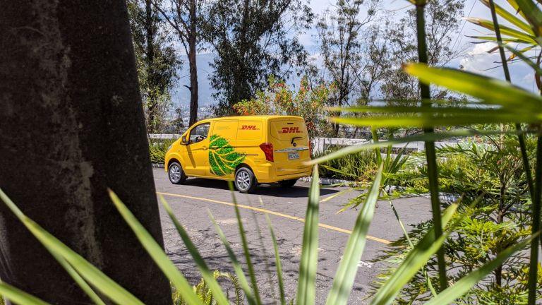 En Ecuador ya opera una van eléctrica para las operaciones logísticas.