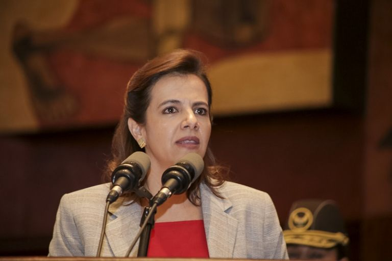 """María Paula Romo publicó el libro """"Octubre, la democracia bajo ataque"""", escrito por ella y Amelia Ribadeneira."""
