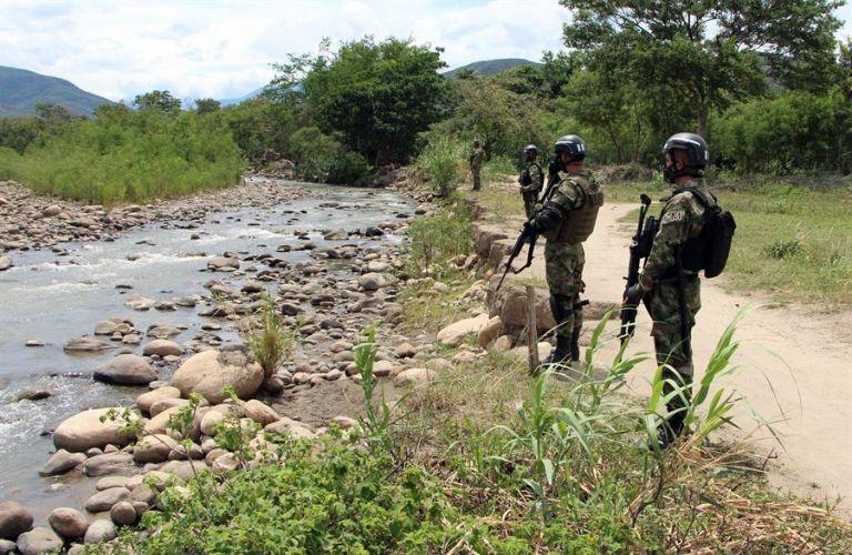 La insuficiencia del Estado y la ausencia del control del monopolio de la fuerza son dos de las razones históricas por las cuales Colombia no ha podido salir de la espiral de violencia, afirma diplomático ecuatoriano. Foto: EFE.