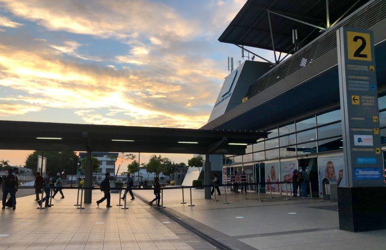 Hasta el pasado miércoles, la Terminal Terrestre de Guayaquil movía un promedio de 35.000 pasajeros cada día. Esta cifra se aleja de los habituales 65.000 que solía mover la terminal antes de la emergencia sanitaria.