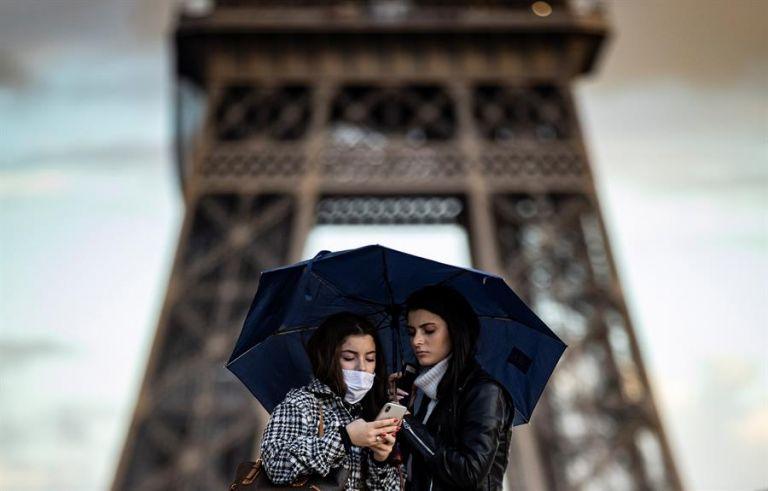 El avance imparable de la pandemia en Francia ha puesto en alerta máxima al Gobierno, que evalúa si las medidas adoptadas hasta el momento, sobre todo el toque de queda, están dando resultados. Foto: EFE