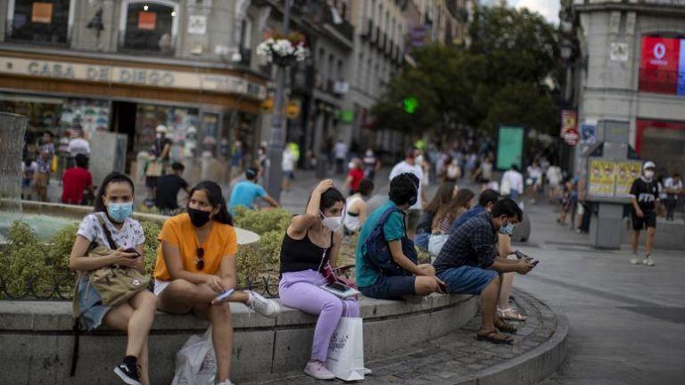 Ciudadanos en las calles de Madrid. Foto: EFE