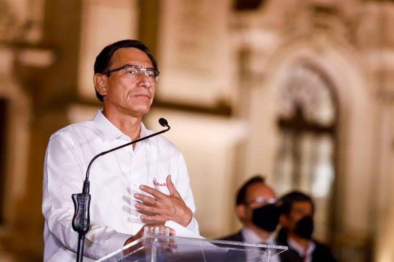 """Vizcarra aceptó este lunes la decisión del Congreso que lo destituyó de la jefatura del Estado por """"incapacidad moral"""". Foto: EFE."""