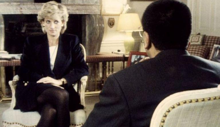 """En ese encuentro con Bashir, Diana llegó a decir que había """"tres personas"""" en su matrimonio, en referencia a Camilla, duquesa de Cornualles."""