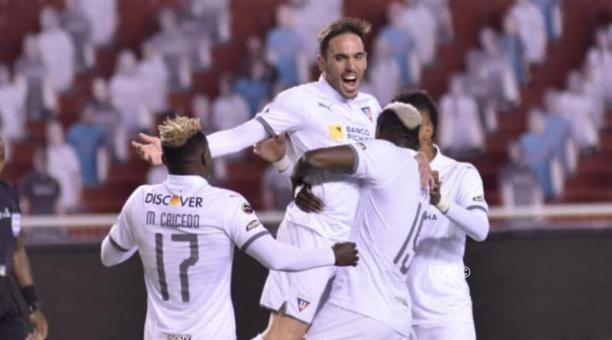 Los jugadores de Liga de Quito celebran uno de los dos goles que le marcaron al Aucas el 14 de noviembre del 2020. Foto: Twitter de LDU