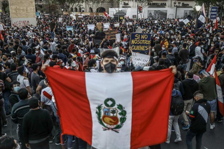 """Vizcarra denunció que su destitución se debió a una interpretación tergiversada de la """"incapacidad moral permanente"""". Foto: EFE"""