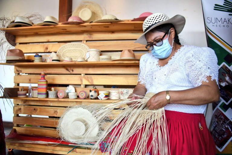 Las artesanías en paja toquilla y la cestería es una de las actividades reconocidas. Foto: Cortesía.