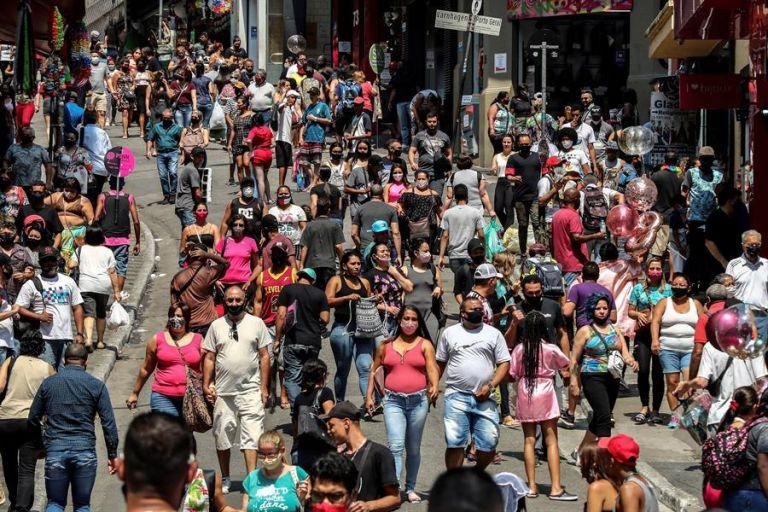 Brasil se ha convertido en uno de los grandes centros de experimentación de vacunas en el mundo. Foto: EFE