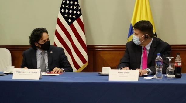 Keith Krach, subsecretario estadounidense de Crecimiento Económico, Energía y Medio Ambiente, junto al ministro de Telecomunicaciones Andrés Michelena.