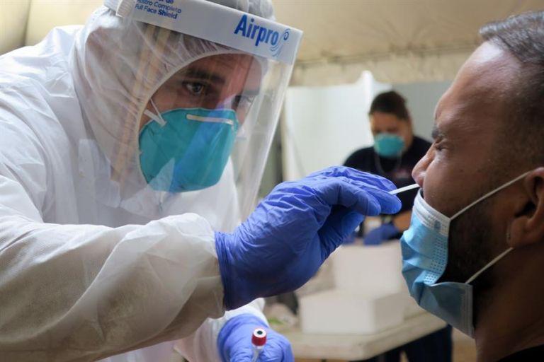 El caso estudiado en la UEES causa atención por la persistencia del virus en los testículos, tracto urinario y heces. Foto: EFE