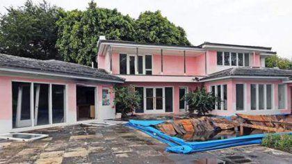 Así lucía la casa antes de ser demolida en 2016. Foto: Youtube / 20 minutos