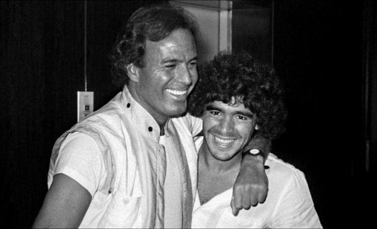 Julio Iglesias, cantante español y amigo de Diego Armando Maradona, mostró su pesar por el fallecimiento del exfutbolista argentino. Foto: EFE.