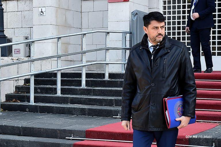 El Gobierno de Montenegro declaró hoy persona non grata al embajador de Serbia, Vladimir Bozovic, y le instó a abandonar el país. Foto: @VladaCG