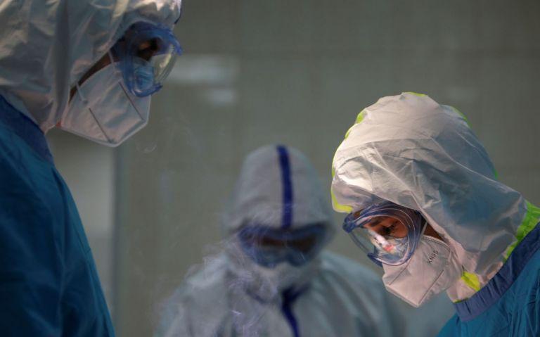 La disposición, que se ejecutará en diciembre, favorece a los más de 12.000 profesionales y trabajadores de la salud, que tiene contratos ocasionales y nombramientos provisionales. Foto archivo
