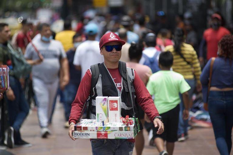 La carga horaria aumentó durante la emergencia sanitaria a 51 horas, según el estudio. Foto: EFE