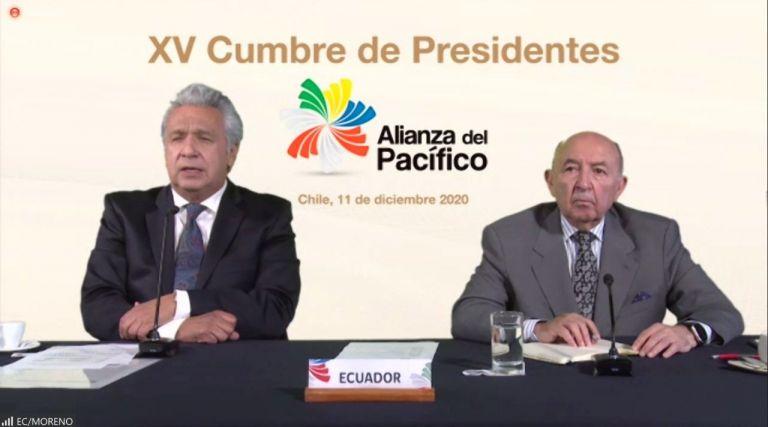 El presidente de la República, Lenín Moreno, junto al canciller Luis Gallegos.