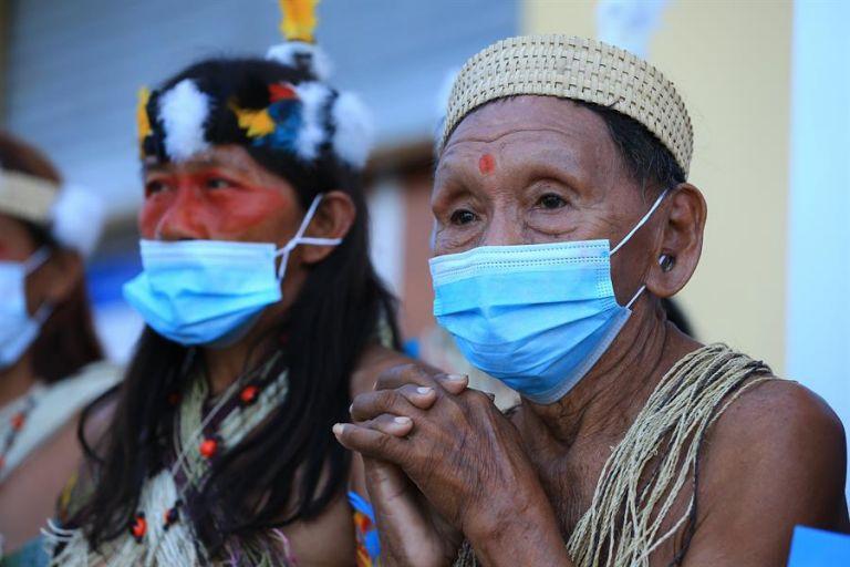 """""""Queremos que apaguen los mecheros porque están causando cambio climático, están afectando a nuestros territorios ancestrales"""", dijo uno de los demandantes. Foto: EFE"""