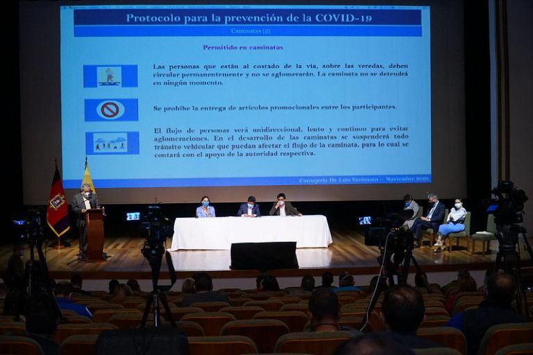 En Quito se presentó el protocolo que regirá para estas elecciones. Hay multas de 800 hasta 1.600 dólares por incumplirlo. Foto: Flickr CNE.